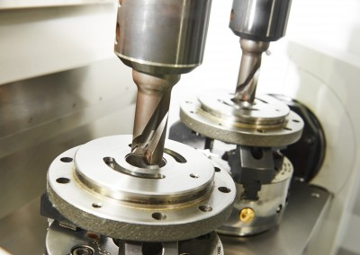Metalwork industry. Twin milling machine tool with two mills in